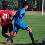 Pemain Timnas U-19 (kiri) berebut bola dengan pemain Diklat Salatiga dalam pertandingan uji coba, Kamis (18/7/2013).