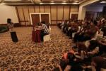 Peserta audisi unjuk kemampuan di depan tim penilai pada audisi film Gajah Mada di Hotel Lorin Solo, Sabtu (27/7/2013). Audisi diikuti ratusan peserta.