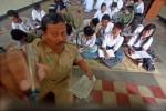 PENDIDIKAN JATENG :  Ganjar Bantah Ribuan GTT di Jateng Belum Terima Gaji