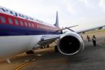 Pesawat Sriwijaya Air terlihat di Bandara Adi Soemarmo Solo, beberapa waktu lalu. masakapai penerbangan ini akan meluncurkan maskapai baru anak perusahaan yang bergerak di rute pendek yaitu NAM Air, yang ditarget beroperasi akhir tahun ini. (JIBI/Bisnis Indonesia/Dwi Prasetya)
