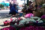 LEBARAN 2013 : Pedagang Bunga Tabur Pasar Kota Boyolali Tuai Panen