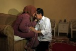 Mantan Wali Kota Solo sekaligus Gubernur DKI Jakarta, Joko Widodo (Jokowi) sungkem kepada ibunya, Sujiatmi Notomiharjo di kediaman ibunya di Jl. Pleret Raya, Sumber, Banjarsari, Solo. (JIBI/Solopos/dok)