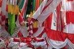 PEDAGANG MUSIMAN : Penjualan Bendera Turun 60%
