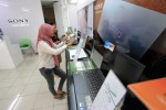 RUPIAH MELEMAH : Pedagang Gadget dan Komputer di Solo Kelimpungan