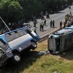 TRAGEDI PELAYAT SLEMAN : Foto Tabrakan Bus