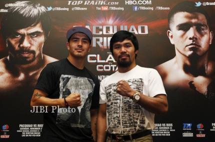 Manny Pacquiao (kanan) dari Filipina dan Brandon Rios dari AS berpose saat konferensi pers di Singapura, Jumat (2/8/2013). Pacquiao akan bertarung Rios dalam pertarungan kelas welter di Venetian Macao di Makau pada tanggal 24 November. (JIBI/Reuters/Edgar Su)