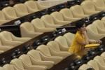 Anggota Komisi I DPR Meutya Hafid duduk di antara kursi kosong saat Presiden Susilo Bambang Yudhoyono menyampaikan Nota Keuangan terkait RAPBN 2014 di Gedung Nusantara, kompleks kantor parlemen, Senayan, Jakarta, Jumat (16/8/2014). (Rahmatullah/JIBI/Bisnis)