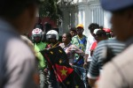 MAHASISWA PAPUA DEMO : Polisi Solo Sita Atribut Bintang Kejora