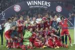 Bayern Munich merayakan kemenangannya setelah merebut Piala Super Eropa 2013 mengalahkan Chelsea. (JIBI/Reuters/David W Cerny)
