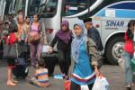 Ilustrasi pemudik menggunakan moda angkutan umum buis (JIBI/Solopos/Dok.)