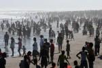 WISATA LEBARAN : 4 Orang Luka Terseret Ombak