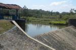 Debit air pada Bendung Bandung di Desa Bolon, Kecamatan Colomadu, Karanganyar berkurang, sehingga air tak mengalir. Foto diambil Sabtu (31/8/2013). (JIBI/SOLOPOS/Iskandar)