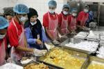 HAJI 2013 : Calon Haji Indonesia Santap Makanan dari Seluruh Dunia