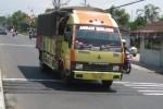 Ilustrasi kendaraan melintasi pita kejut. (Dok/JIBI/Solopos)