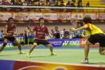 Pebulutangkis ganda campuran Indonesia, Tantowi Ahmad dan Liliyana Natsir pada semifinal ganda campuran Indonesia Grand Prix Gold 2013 di GOR Amongraga, Jogja, Sabtu (28/9/2013).