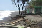 Abrasi Pantai Kuwaru Pengaruhi Kenyamanan Wisatawan