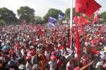 Puluhan ribu massa memerahkan kampanye terbuka pasangan Paryono-Dyah Shintawati (Pasti) di Alun-alun Karanganyar, Selasa (17/9/2013). (Bony Eko Wicaksono/JIBI/Solopos)