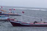 Dua Kapal Nelayan Dihantam Ombak Pantai Depok. (JIBI/Harian Jogja/Antara)