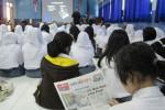 Para siswa peserta Pelatihan Jurnalistik dalam rangkaian kegiatan SOLOPOS Goes To School dibekali Harian Umum SOLOPOS untuk belajar mengenal dunia jurnalistik di Aula SMA N 1 Wonogiri, Sabtu (14/9/2013). (Tika Sekar Arum/JIBI/Solopos)