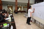 Proses rekapitulasi suara Pilkada karanganyar (Bony Eko Wicaksono/JIBI/Solopos)