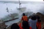 Tabrakan Kapal di Tanjung Perak, 17 Penumpang Dievakuasi