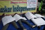 UMK 2014 : Tuntut Upah Layak, Aktivis Buruh Lakukan Aksi Mogok Makan