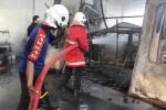KEBAKARAN KLATEN : Oven Cat dan 1 Mobil Hard Top di Kiat Motor Ludes Terbakar