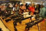 PERINGATAN HUT TNI : TNI Pamer Alutsista di Sopar Mall