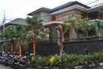 Rumah milik tersangka Tubagus Chaeri Wardana alias Wawan di Jl. Denpasar IV/35, Jakarta Selatan, Kamis (3/10/2013). Rumah ini digeledah KPK karena Tubagus diduga terkait penyuapan Ketua Mahkamah Agung Akil Mochtar demi memenangkan sengketa Pilkada Lebak.