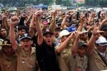 KESEJAHTERAAN PERANGKAT DESA : Janaloka Tuntut Kesejahteraan Perangkat
