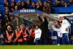 Reaksi gembira manajer Chelsea Jose Mourinho setelah pasukannya menang 2-1 atas Manchester City di Stamford Bridge, Minggu (27/10/2013). JIBI/REUTERS/Eddie keogh