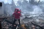 Ilustrasi Petugas Pemadam Kebakaran Memadamkan Api (Dok/JIBI/Solopos)
