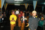 Prosesi membawa sejumlah sesaji berupa tumpeng dan kepala kerbau dari Balai Desa Lencoh ke Balai Joglo I, Desa Lencoh, Selo, Boyolali, Minggu (28/12/2008. )  (Dok/JIBI/Solopos)