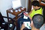 Dua pegawai Bagian Pemdes Setda Boyolali sedang memeriksa peralatan pilkades elektronik atau e-voting di kantor setempat, akhir pekan kemarin. ( Septhia Ryanthie/JIBI/Solopos)