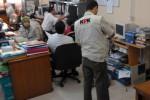 KASUS AKIL MOCHTAR : KPK Geledah Kantor di Cibinong Malam-Malam