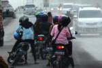 MUSIM HUJAN : Banyak Pengemudi Sepeda Motor Mendadak Ambruk di Jalan Ini, Apa Penyebabnya?