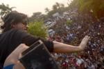 Shah Rukh Khan Ulang Tahun, Fans Berkumpul di Halaman Rumah