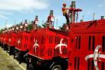 Seorang pekerja beraktivitas di compact mobile base transceiver (Combat) Telkomsel saat acara peluncuran 400 Unit Combat di Lapangan Tegalega, Kota Bandung, Jawa Barat, belum lama ini. Investasi Combat itu, sebagaimana dipublikasikan Jaringan Informasi Bisnis Indonesia (JIBI), Senin (25/11/2013), dilakukan Telkomsel untuk memperkuat infrastruktur layanan. Investasi itu diyakini bisa mendongkrak pendapatan perusahaan. Untuk 2014, Telkomsel menargetkan pendapatan Rp6 triliun setiap bulan, meningkat dari pendapatan rata-rata selama 2 tahun terakhir yang di atas Rp5 triliun/bulan. (Rachman/JIBI/Bisnis)