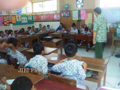Ilustrasi Guru Mengajar (Dok/JIBI/Solopos)