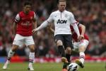 Striker Manchester United, Wayne Rooney (tengah), saat menghadapi pengawalan para pemain Arsenal, beberapa waktu lalu. DokJIBI/Solopos/Reuters