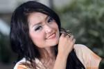 FOTO SYUR ARTIS : Ditanya Soal Foto Hot Mirip Dirinya, Siti Badriah No Comment