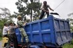 LEBARAN 2014 : Truk Pasir Merapi Setop Operasi H-7