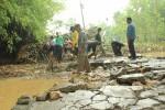 BANJIR DI GUNUNGKIDUL : Akses Jalan Winong-Besari Terputus
