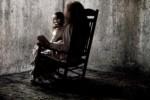 Adegan yang menunjukkan boneka Annabel dalam The Conjuring. (theconjuring.warnerbros.com)