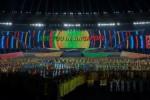 Sejumlah penari beraksi dalam Upacara Penutupan SEA Games XXVII di Stadion Utama Wunna Theikdi, Naypyitaw, Myanmar, Minggu (22/12/2013). Dalam upacara itu, tuan rumah SEA Games diserahterimakan kepada Singapura yang akan menjadi tuan rumah penyelenggara SEA Games XXVIII tahun 2015 mendatang. (JIBI/Solopos/Antara/Widodo S. Jusuf)