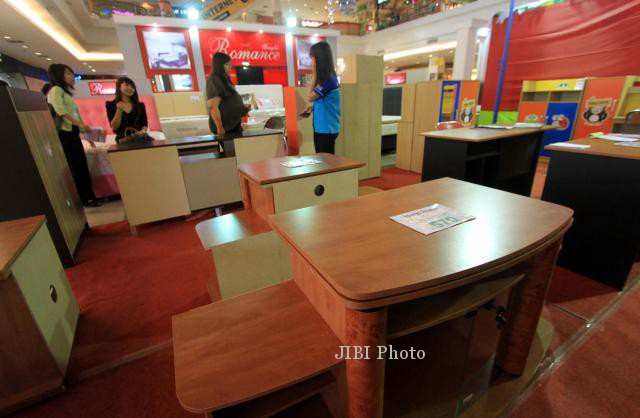 Photos of furniture sales and the economy