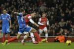 Gelandang Arsenal Mesut Ozil saat menciptakan gol ke gawang Hull City. (JIBI/Reuters/Toby Melville)