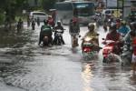 PURWOREJO BANJIR : Jalur Selatan Macet, Polisi Berlakukan Buka Tutup