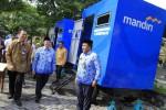FOTO MOBIL TOILET PORTABEL : PROGRAM BINA LINGKUNGAN BANK MANDIRI
