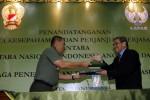 FOTO KERJASAMA TNI AD DAN LAPAN : Bertukar Naskah